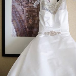 Victor Harper Couture wedding gown